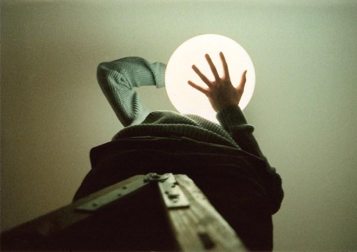 Holding light lamp