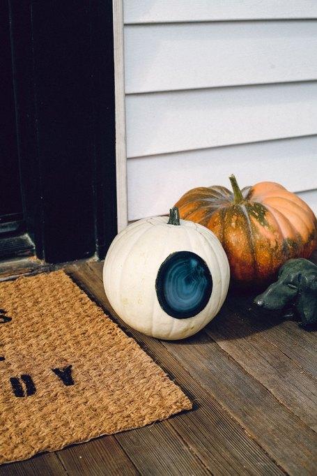 Easy Fall Decor DIYs: Put a modern spin on fall decor with this agate pumpkin