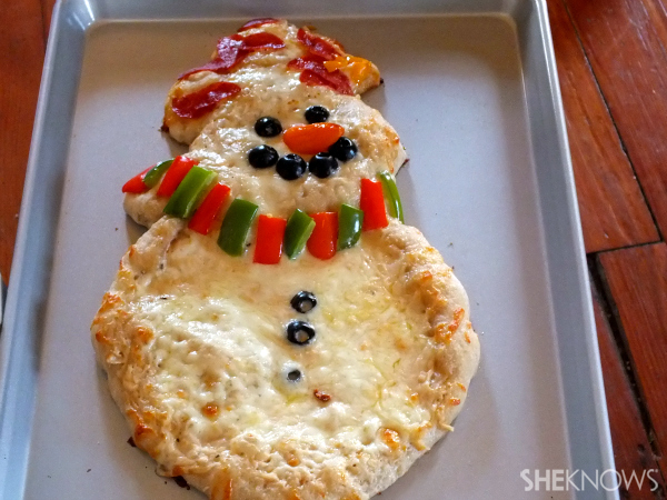 Finished snowman pizza