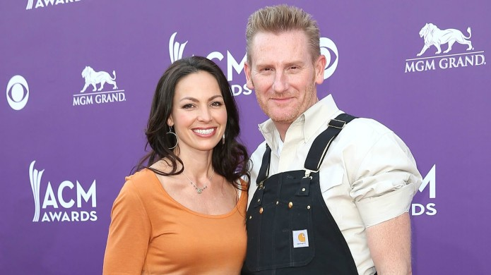 Rory Feek shares a kiss with