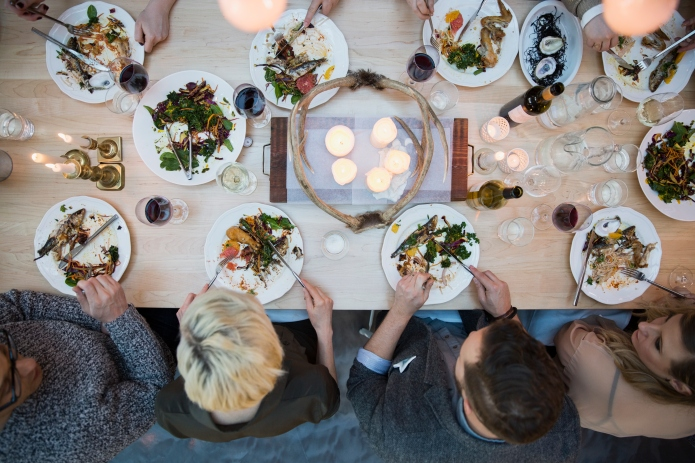 7 Ways group dinners are killing