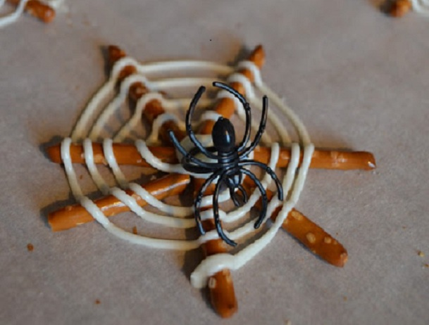 34 Halloween foods that'll take your party to the next level: Edible spiderwebs