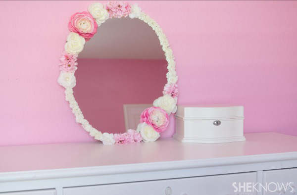 Strange Diy Marvelous Mirror Makeover For Your Daughters Room Download Free Architecture Designs Philgrimeyleaguecom