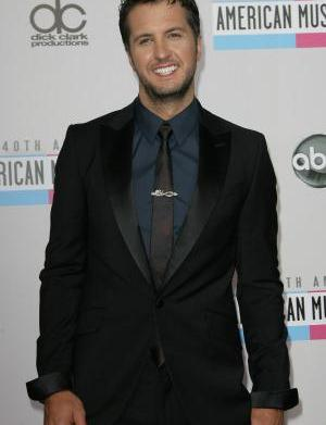 Luke Bryan takes home 9 American
