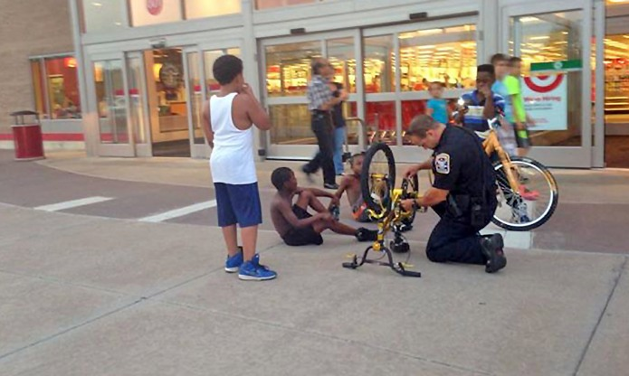 Police officer caught fixing kid's bike