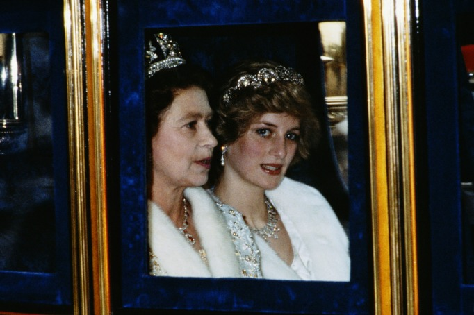 Iconic photos of Princess Diana: Diana and Elizabeth open Parliament