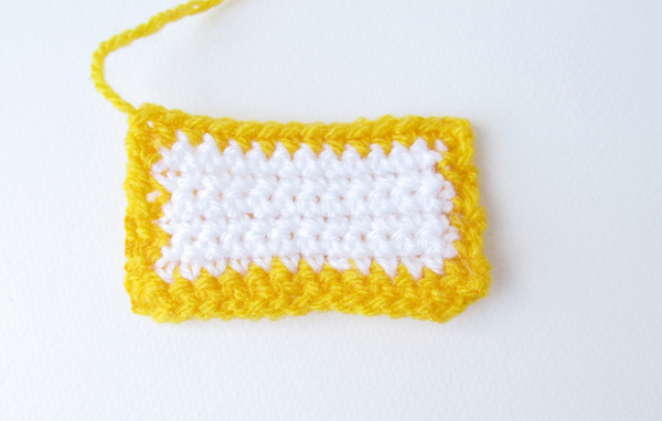 Amigurumi school bus: front window