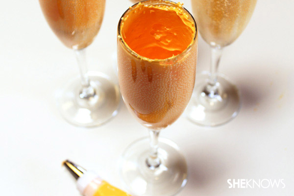 Frosting the champagne glass