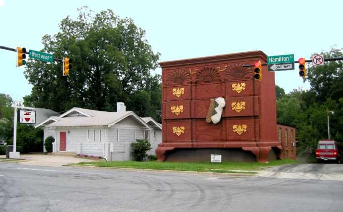 World's Largest Chest of Drawers, North Carolina
