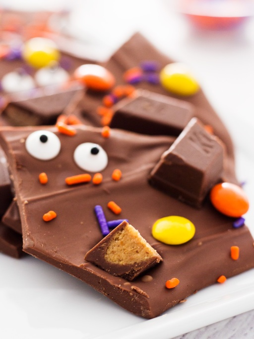 Cute Halloween Treats: This chocolate bark is made from leftover candy