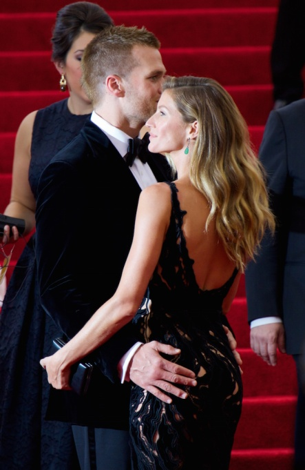 Tom Brady & Gisele Bündchen are the masters of PDA