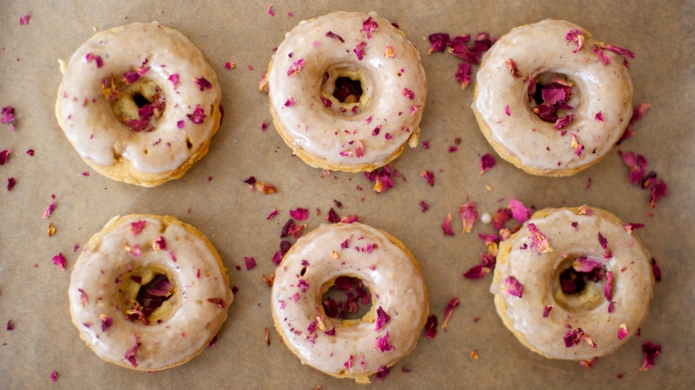 23 Edible flower recipes that are