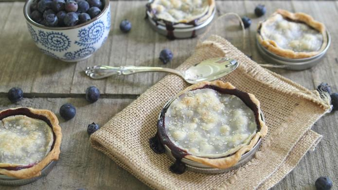 Mason jar lid blueberry pies