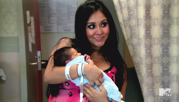 Snooki offers delivery fashion advice to