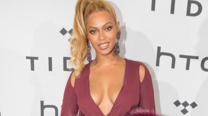Beyoncé wears huge green coat, sparks