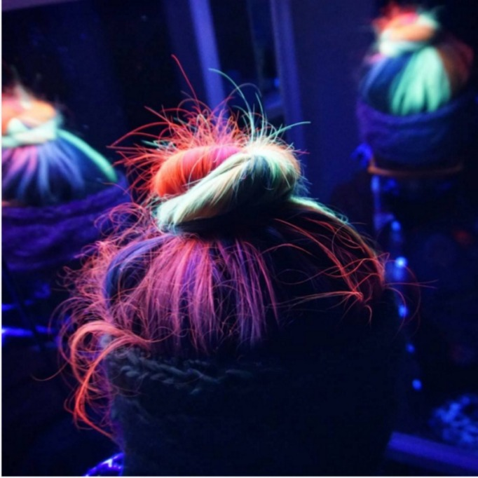 UV light reflective hair upstyle