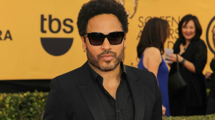 Lenny Kravitz assaults fans' eyes with