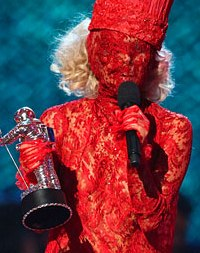 Gaga goes red