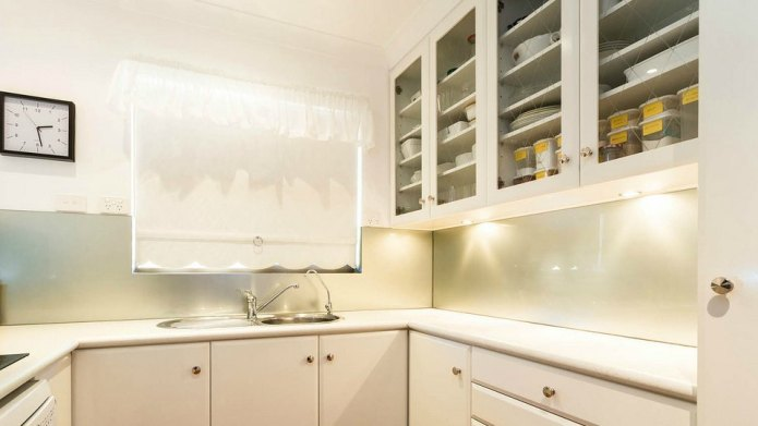 Kitchen trend: 15 Open cabinet designs