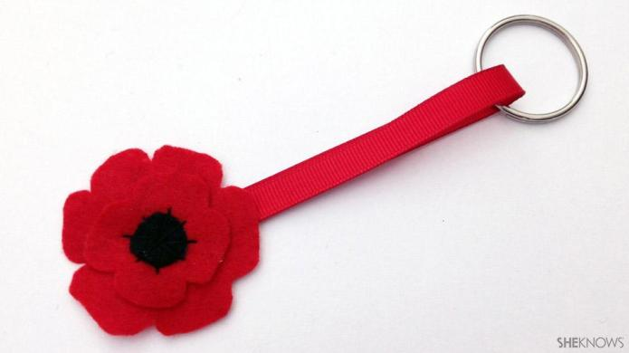 Create a commemorative poppy key chain