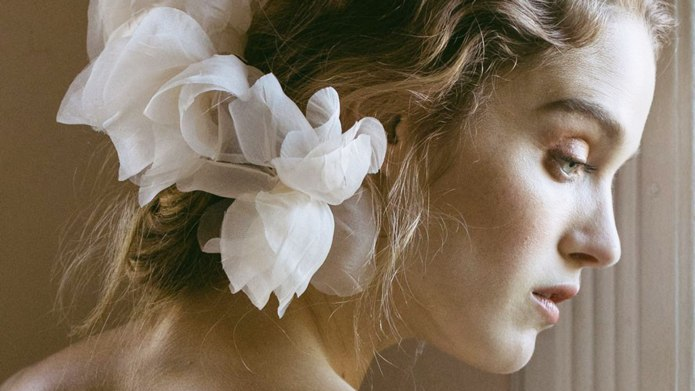 25 Gorgeously Ethereal Bridal Hair Accessories
