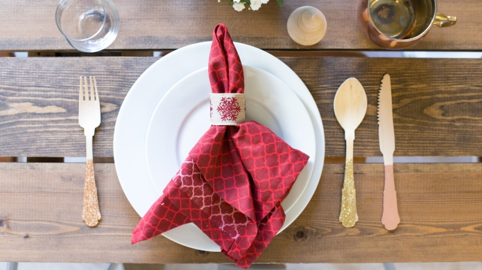 How to create festive napkin holders
