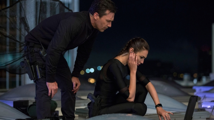 Gal Gadot and Jon Hamm in 'Keeping Up with the Joneses'