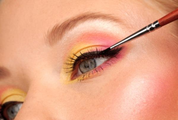 Applying Gel Eyeliner