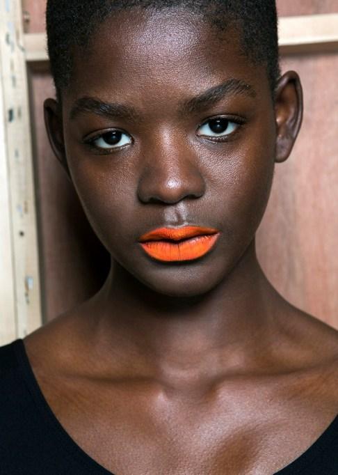 Low-Maintenance Summer Beauty Inspiration Ideas: Black Hair Orange Lip | Summer Beauty 2017