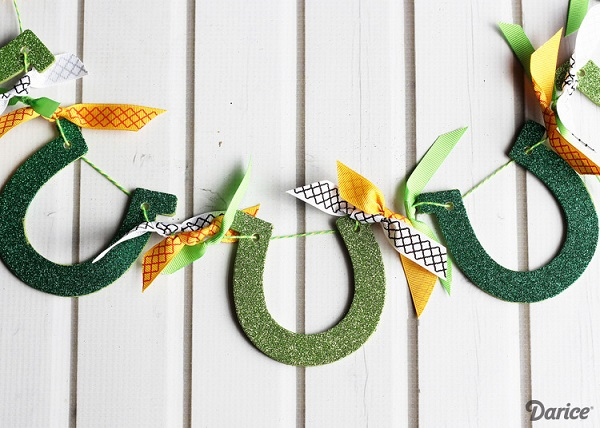 Horseshoe garland craft