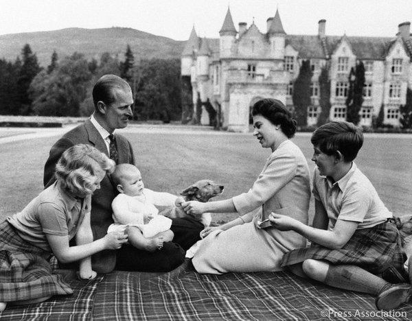 Queen Elizabeth II, Prince Philip & kids in 1960
