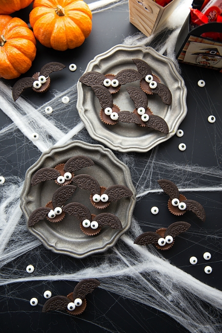 Legitimately Good Halloween Recipes: Mini Chocolate Bat Bites | Halloween treats 2017