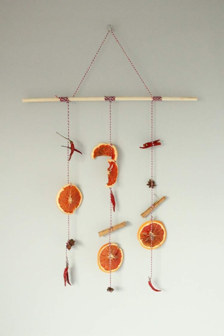 Easy Fall Decor DIYs: Dried oranges and spices are the stars of this garland