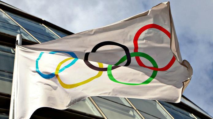 Olympian Amy Van Dyken severs spinal