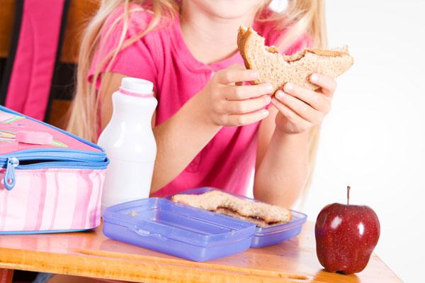 Girl eating lunch