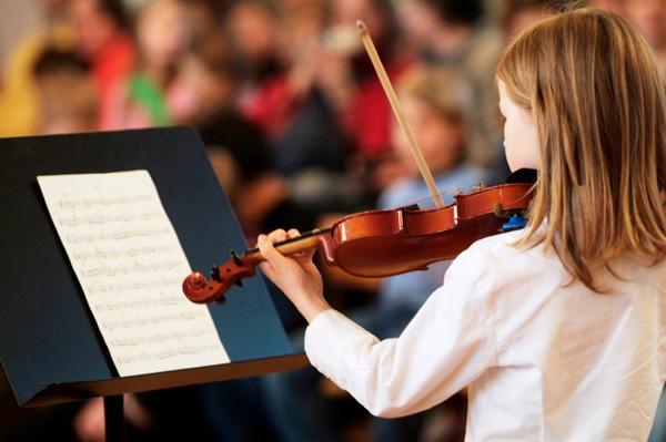 Girl playing the violin