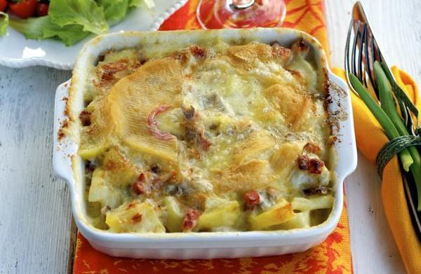 French potato, onion & cheese gratin