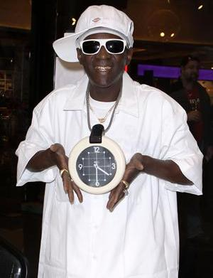 Flavor Flav is late for his