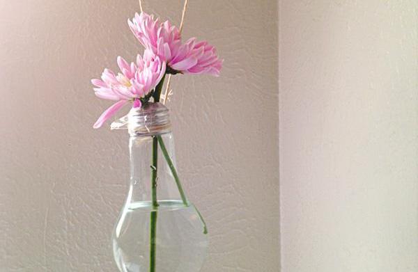 How to make a lightbulb vase