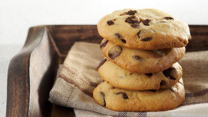 5-Ingredient, 25-minute chocolate chip cookies are