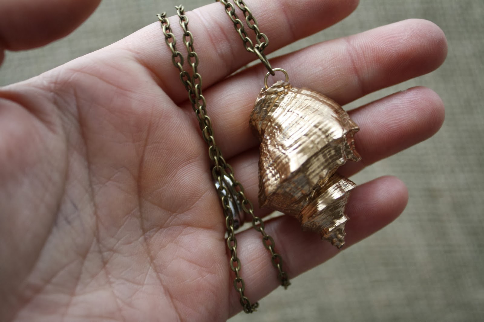 DIY gold shell necklace | Sheknows.com