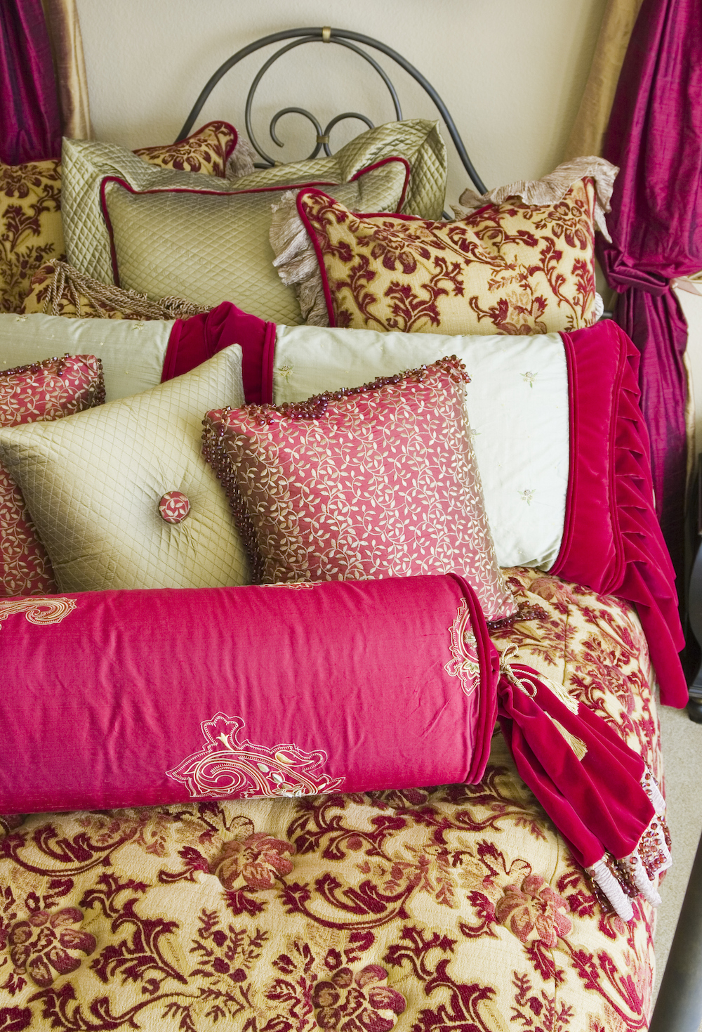 gold red bedding