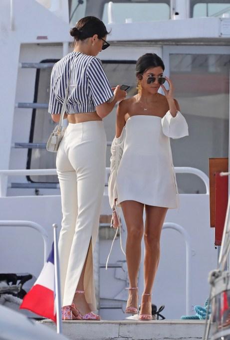 Kourtney Kardashian & Kendall Jenner