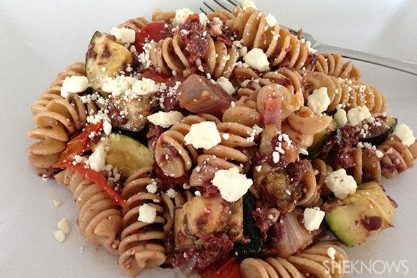 Greek pasta salad with olive dressing | Sheknows.ca