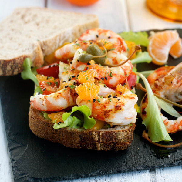 grilled shrimps, peppers and clementine panino