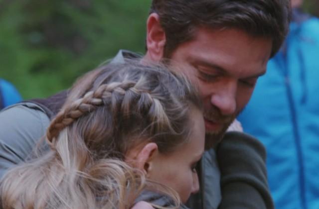 Noah Galloway hug
