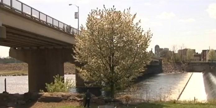 Teen mother throws baby from bridge