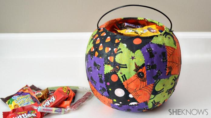How to decorate an ordinary trick-or-treat