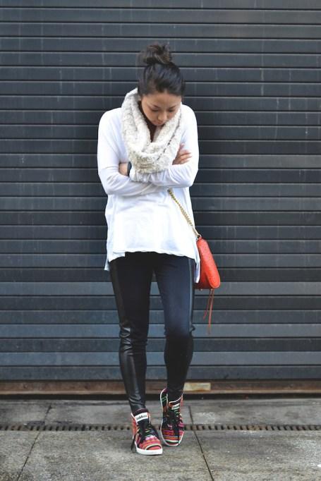 Ways to Wear an Infinity Scarf | White Knit Infinity Scarf