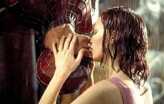movie kisses Spider-Man